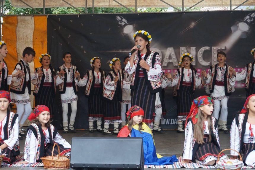 Rencontre avec les danseurs roumains de l'Asamblul Folcloric Florile Tarcăului